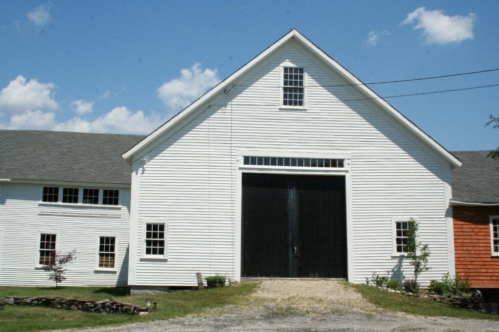 Old_fashioned_barn.jpg