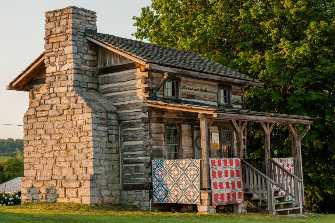 House_with_Quilt_Square_Porch_1100.jpg