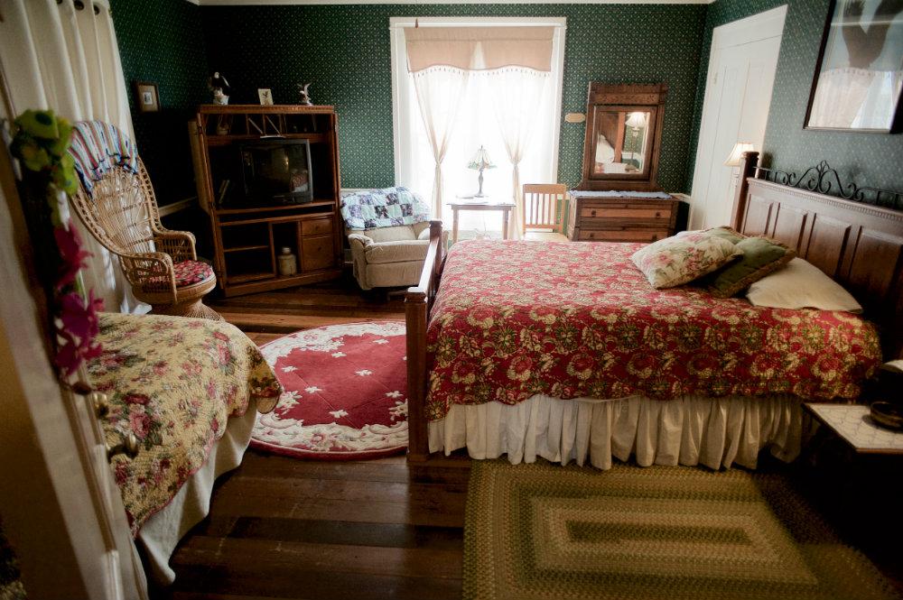 The_Farm_Bedroom_Danville_Kentucky_Rethink_Rural.jpg