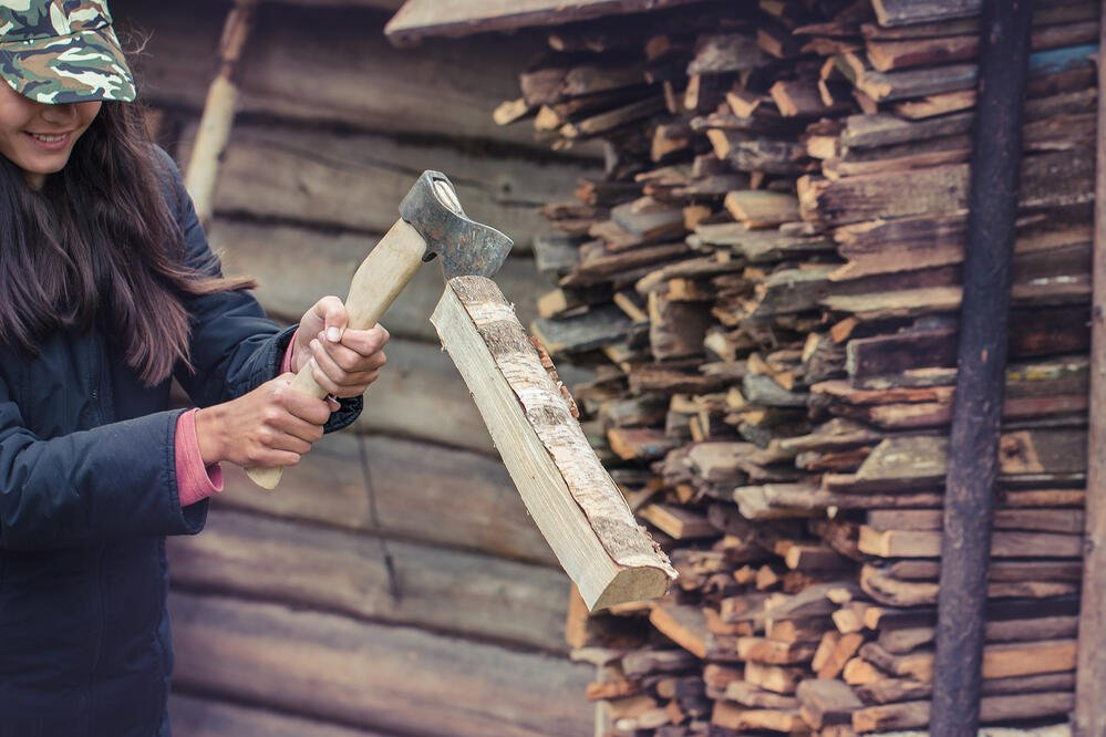 how to chop firewood