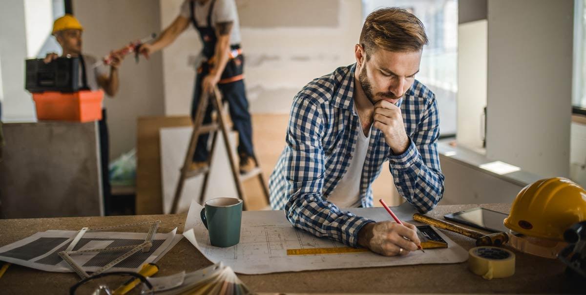 Man_looking_at_blueprints