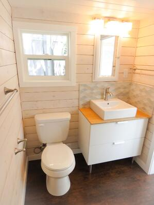 roomy-retreat-bathroom
