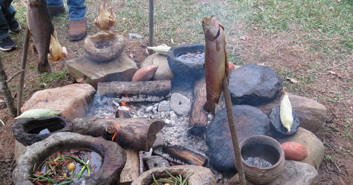 Cooking over Wood: Cast Iron Cooking Techniques and More   Rethink:Rural